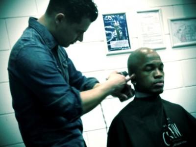 Tony Stasi cutting NE-YO's hair